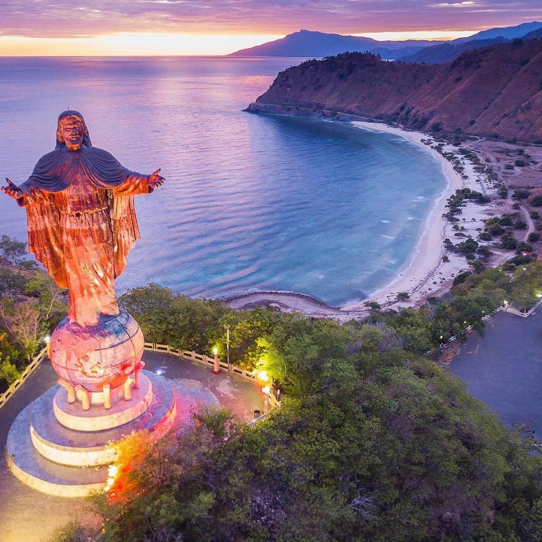Island Beach People: Dili East Timor, The City Of Peace